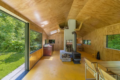 Thoreau's cabin by cc-studio interieur